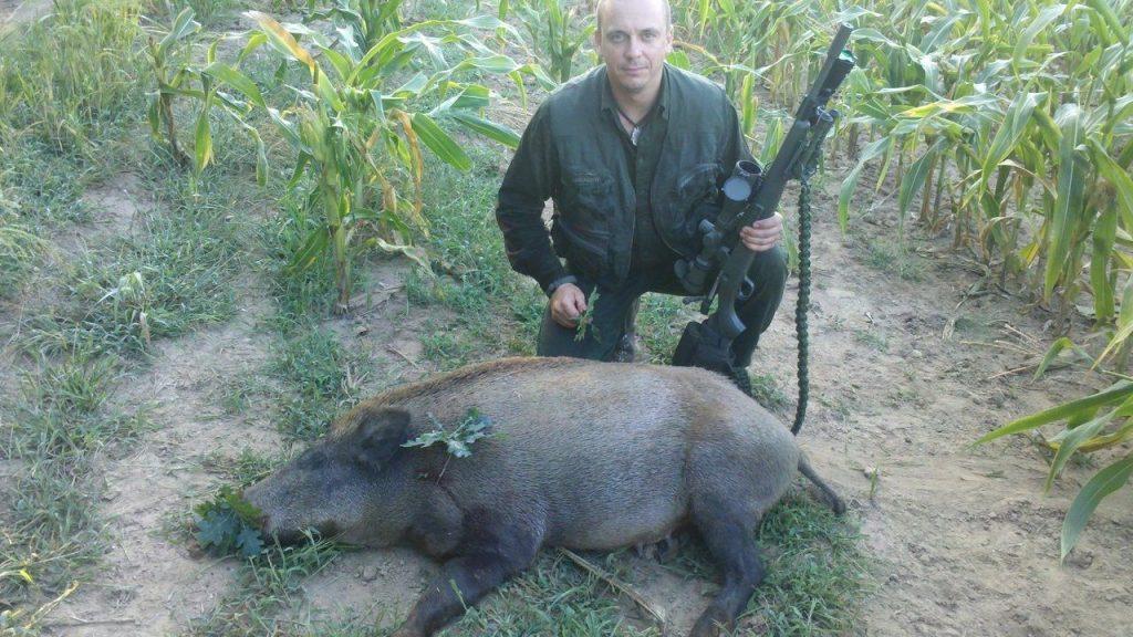Egész este meg sem mozdult a vad. Pirkadatkor lőtte a vaddisznót a kukoricás szélén Kádár Ervin Sándor.